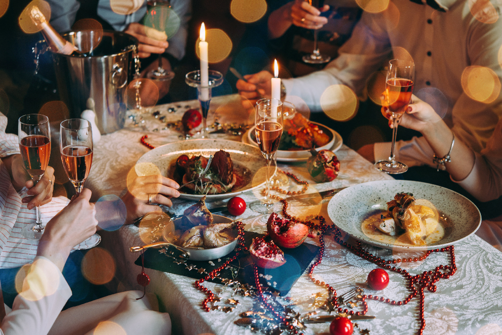 Friends Celebrating Holidays-5 Holiday Restaurant Promotions & Marketing Ideas for 2019