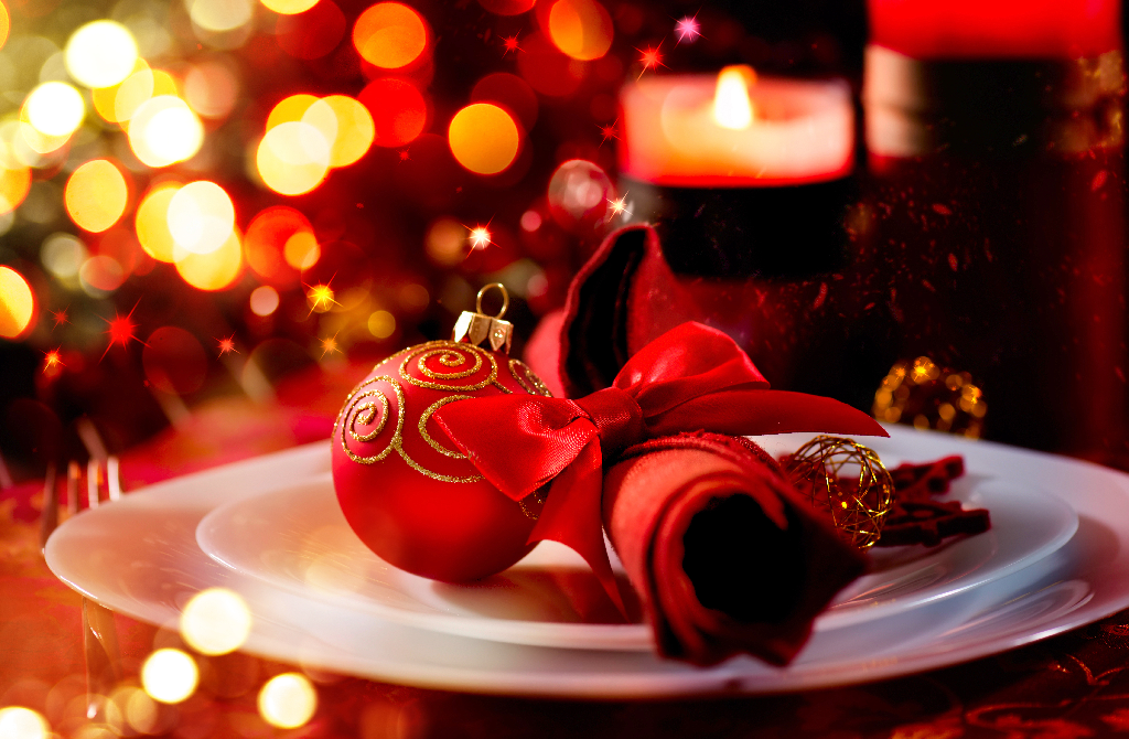 Holiday Table Setting-3 Restaurant Decorating Ideas for the Holiday Season
