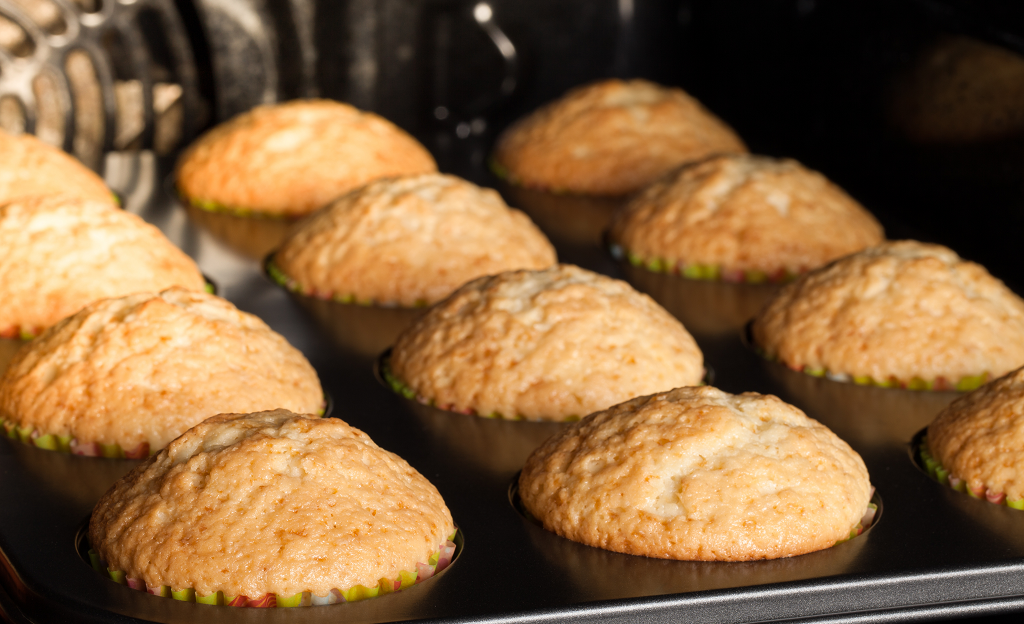 Cupcakes Baking in Convection Oven-Commercial Convection Ovens vs. Commercial Combi Ovens