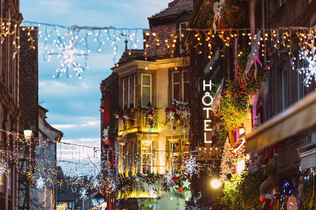Festive Hotel Exterior-5 Hotel Marketing Tips to Use for the Holidays
