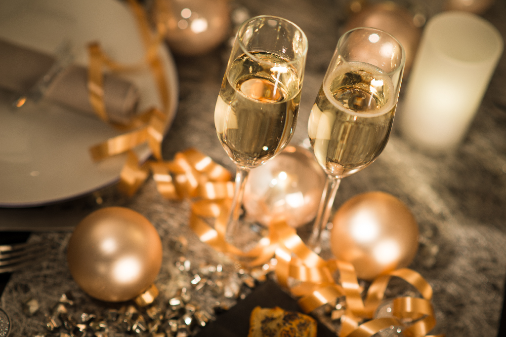 New Year's Eve Champagne Flutes-New Year's Eve Party Ideas for Your Restaurant